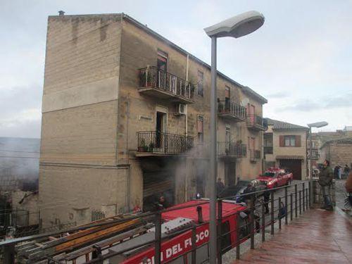 Alimena (Pa) - Incendio in casa: muoiono due anziani, salvo bimbo di 4 anni. Il Sindaco proclama due giorni di lutto cittadino.